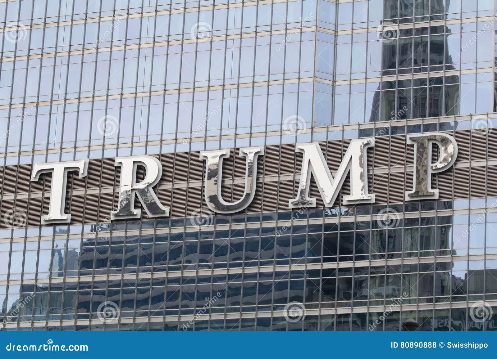Embleem op de Troeftoren in Chicago