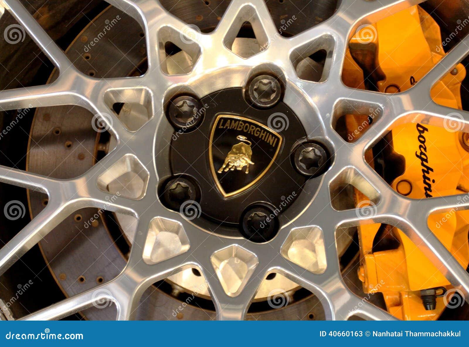 Embleem van Lamborghini op wielen