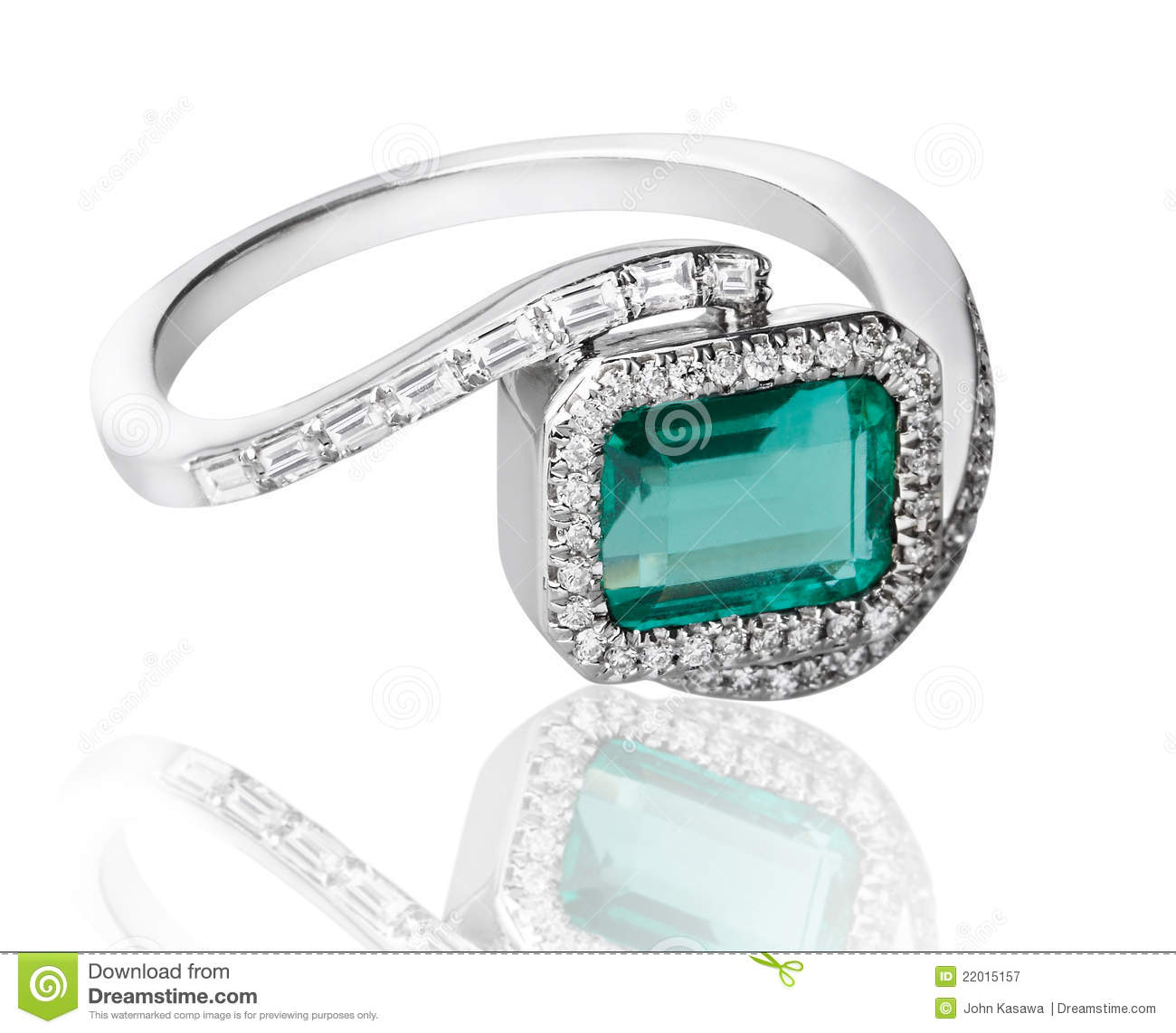 Emerald diamonds ring