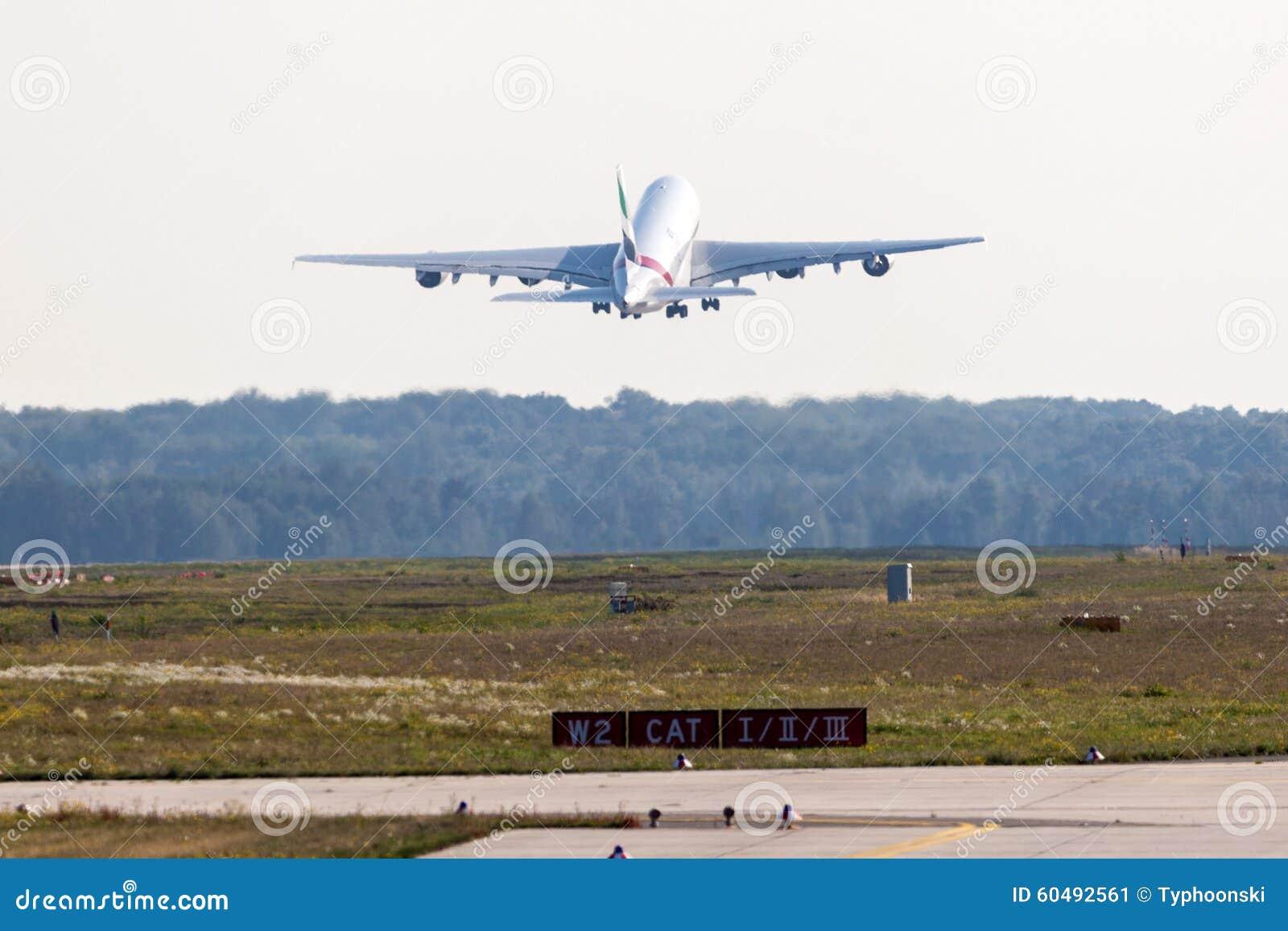 Emirate Airbus A380 800 Am Frankfurt Flughafen Redaktionelles Foto