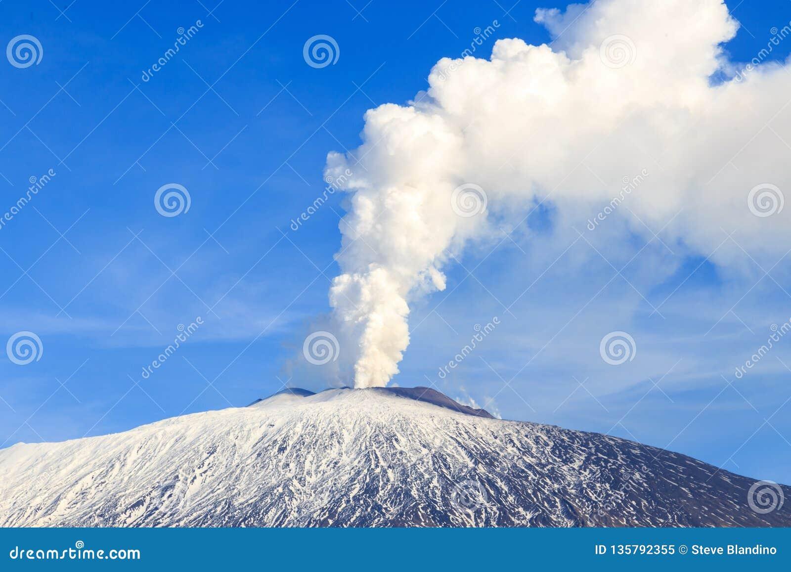 Emisión de gas del monte Etna