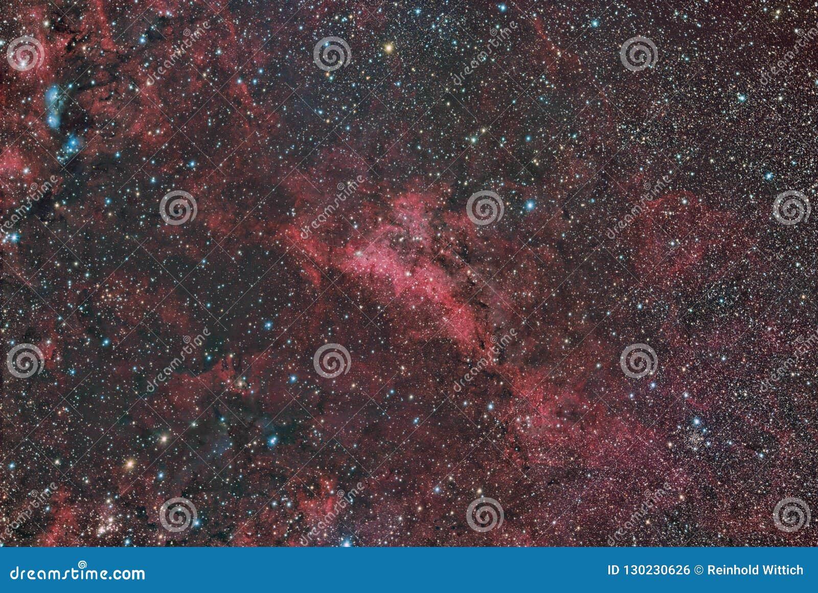 Emissão de LBN 251 e nebulosa de reflexão no Cygnus da constelação