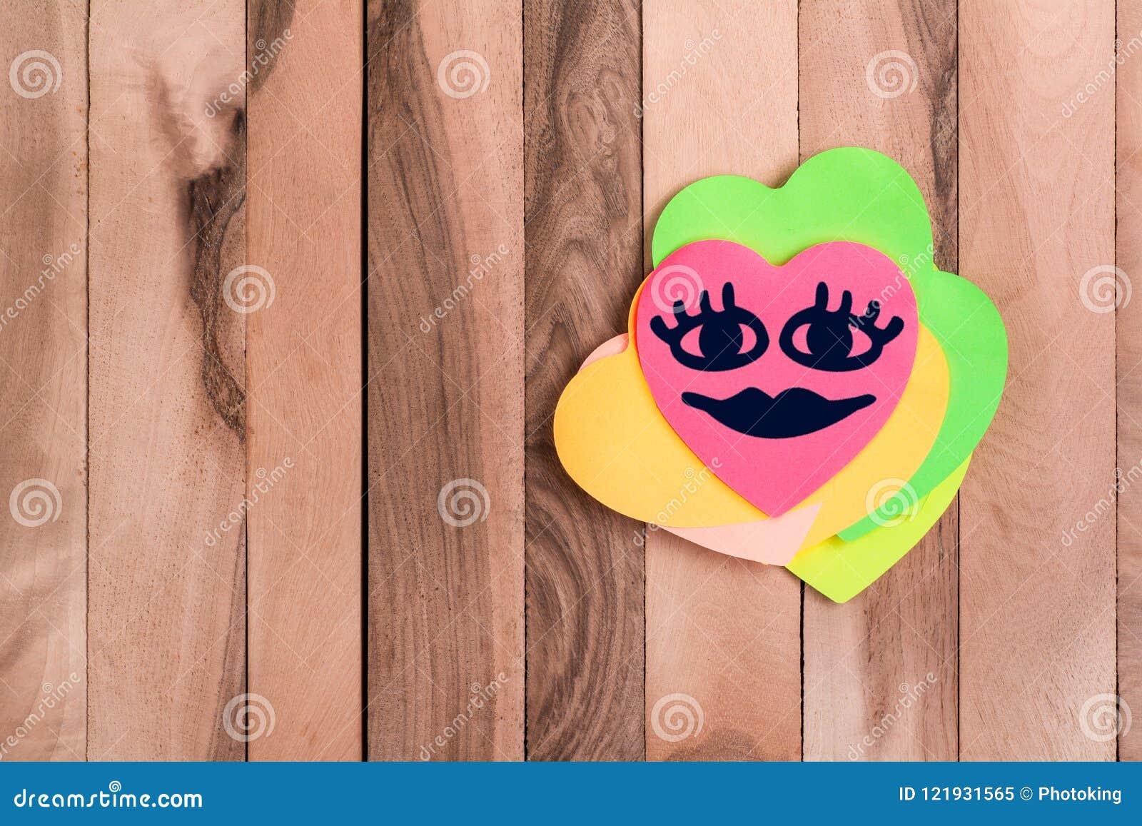 Emoji heureux de coeur mignon
