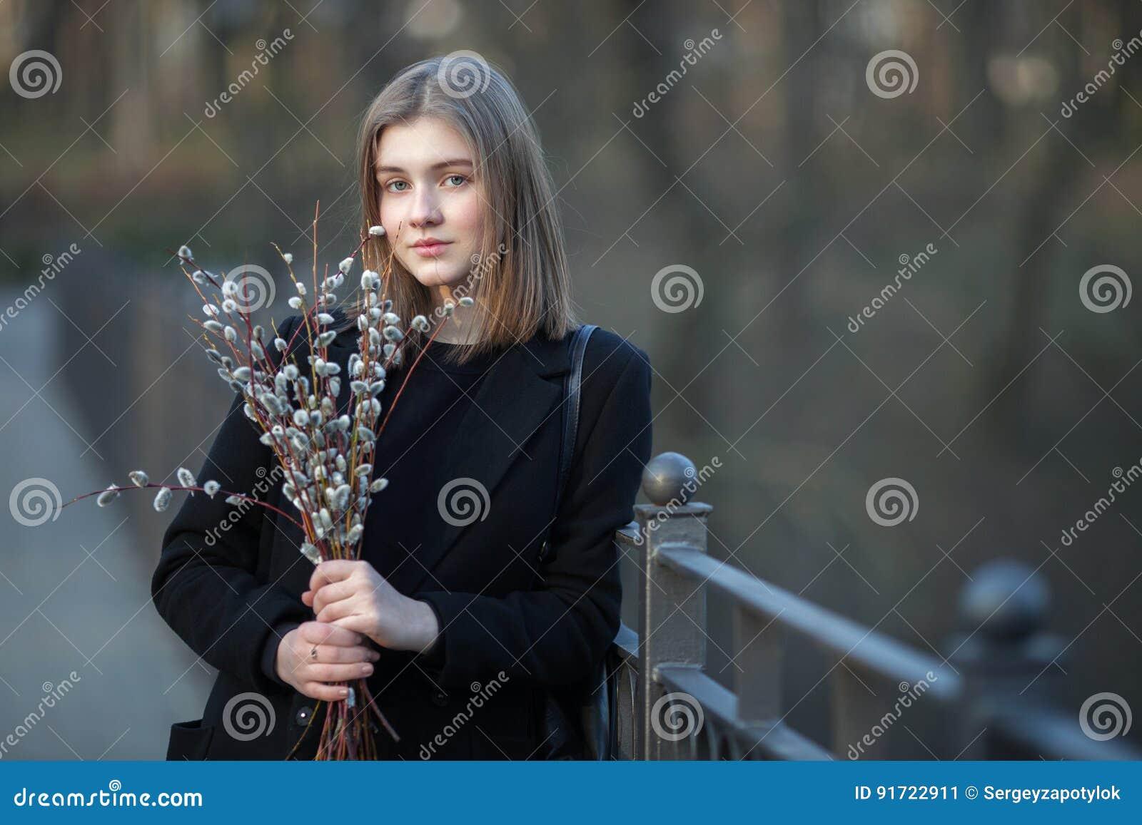 Teen modelling girls photos