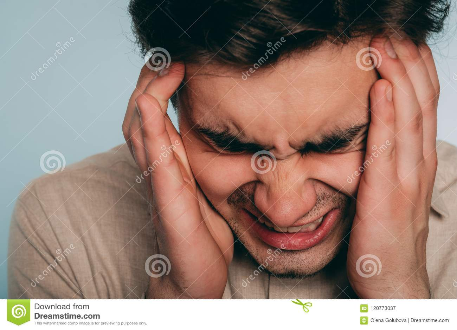 Emotionaler Zusammenbruch des Kopfschmerzendruckärgerwutmannes