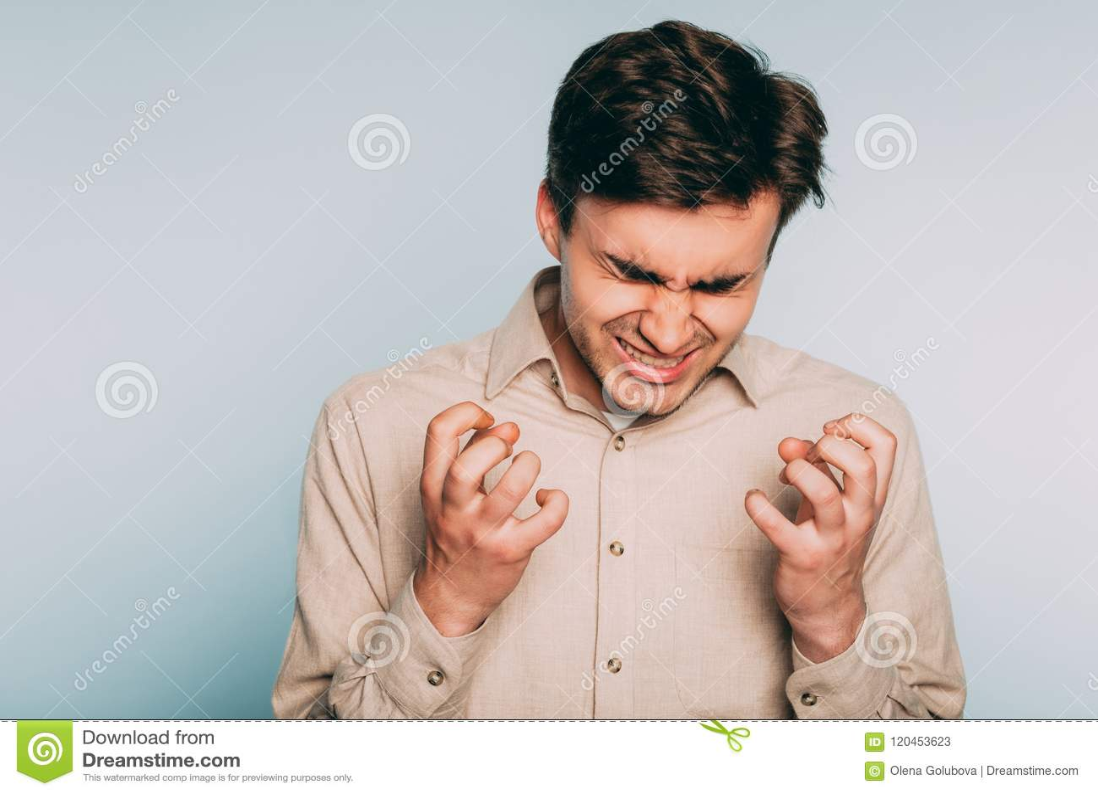 Emozione pazza furiosa resa furioso di furia dell uomo di rabbia di collera