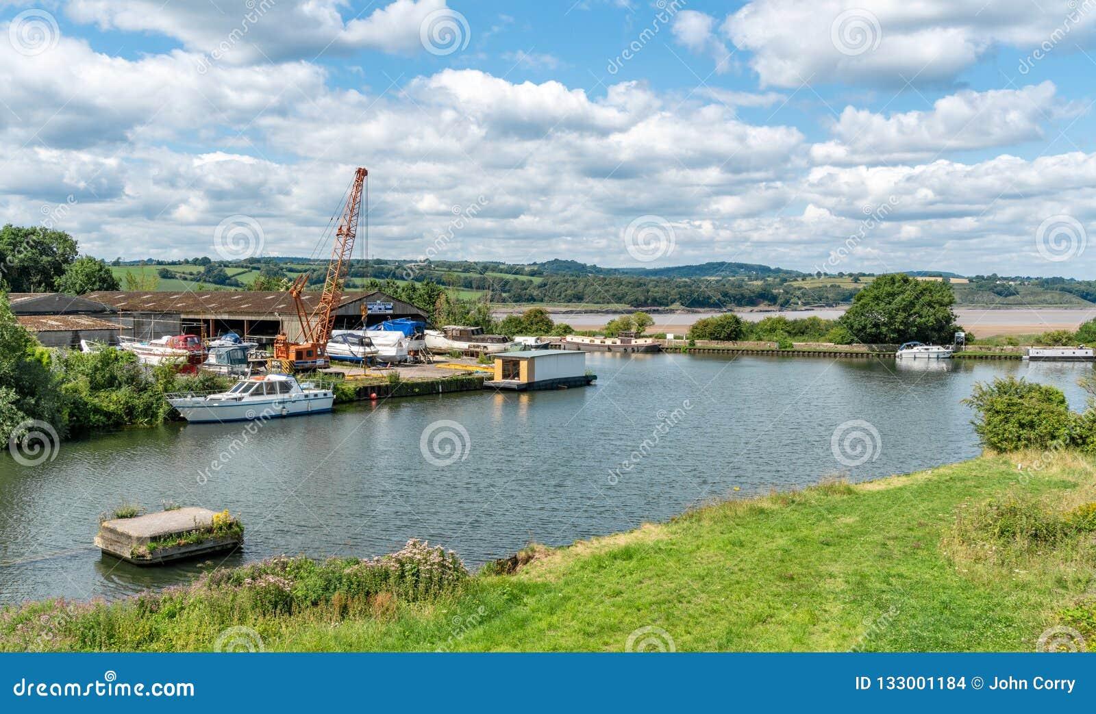 Empalme del canal de Agudeza-Gloucester y de los muelles de la agudeza Río Severn en el fondo