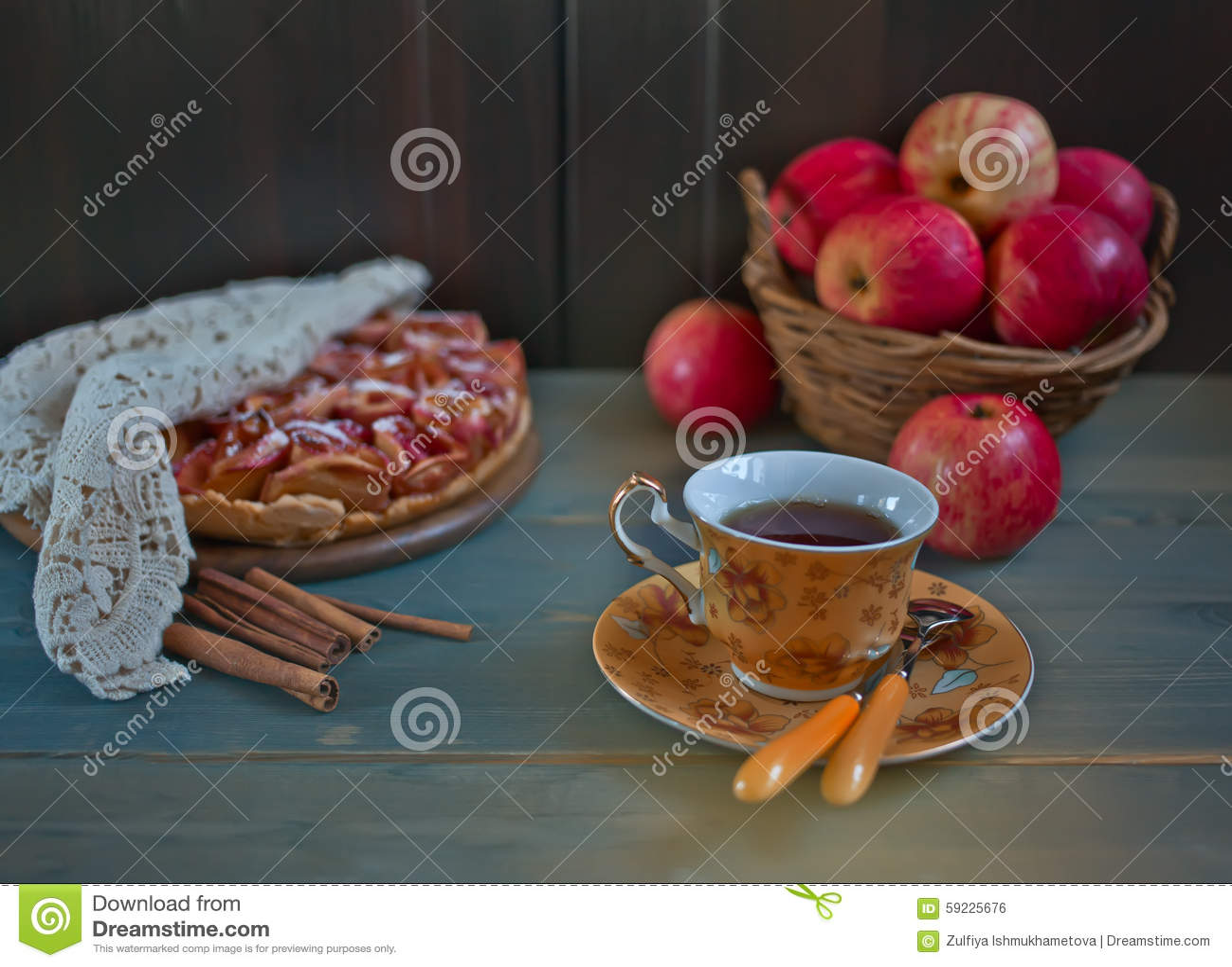 Download Empanada De Apple Y Taza De Té Foto de archivo - Imagen de manzana, comida: 59225676