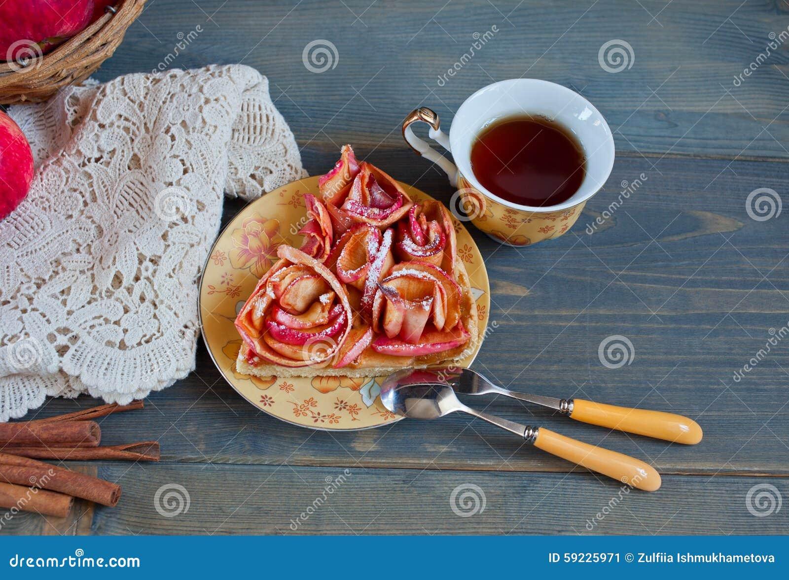 Download Empanada De Apple Y Taza De Té Imagen de archivo - Imagen de fruitcake, color: 59225971