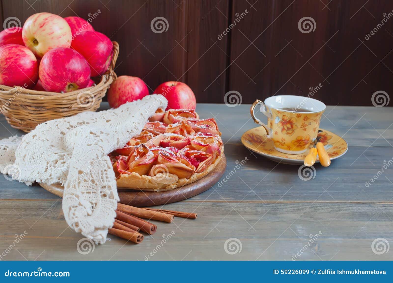 Download Empanada De Apple Y Taza De Té Imagen de archivo - Imagen de cacerola, gastrónomo: 59226099