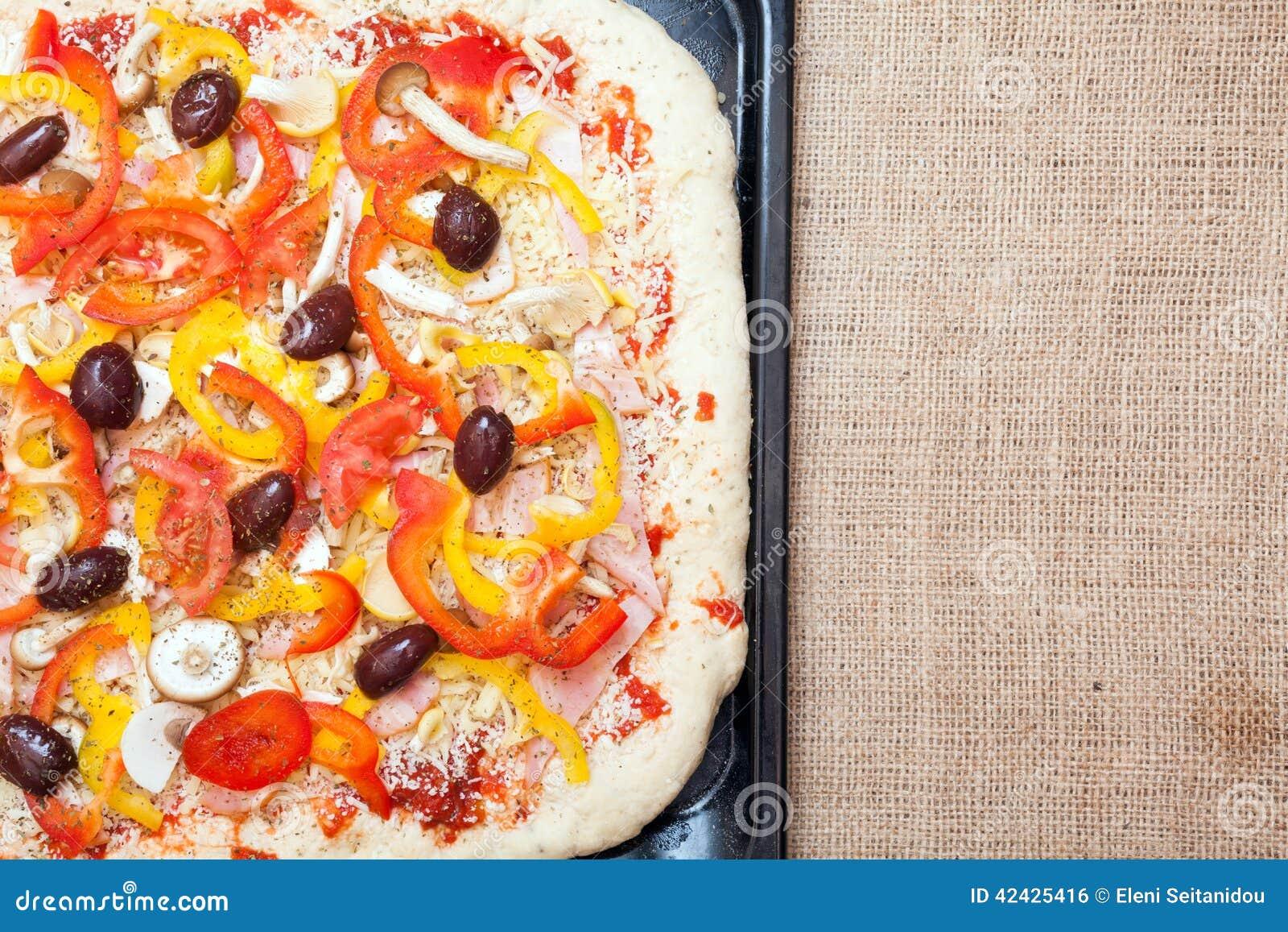 Empanada de pizza cruda cruda