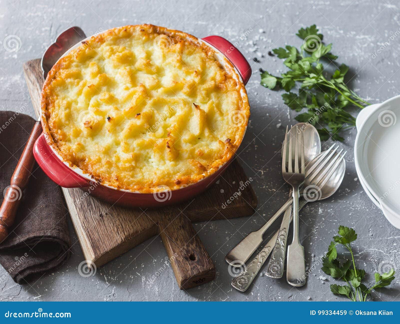 Empanada vegetariana del ` s del pastor Patatas, lentejas y cazuela estacional de las verduras del jardín