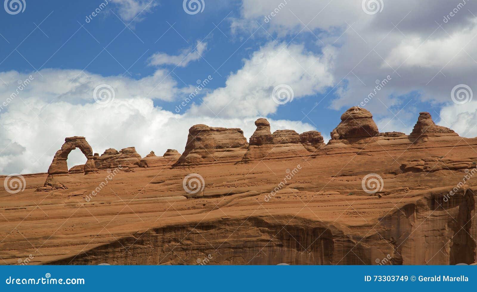 Empfindliches Bogenpanorama am Bogen-Nationalpark Moab Utah