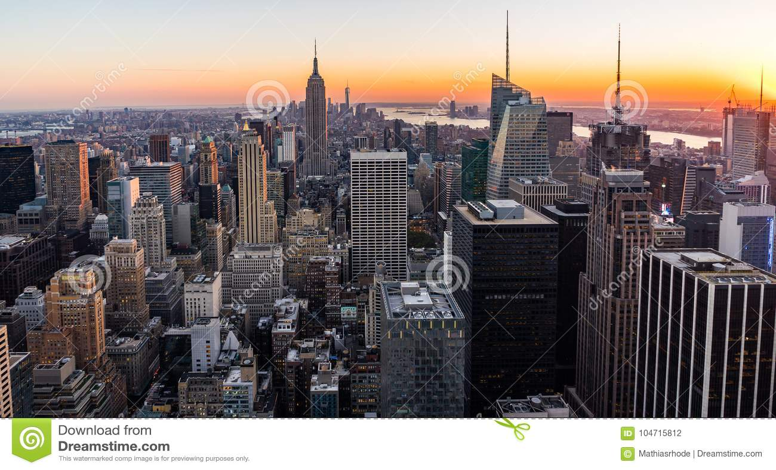 Empire State Building för New York horisontManhatten Cityscape från överkanten av vaggasolnedgången