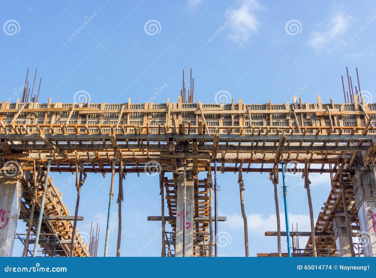 Emplazamiento De La Obra Del Edificio Concreto Con Los Marcos De ...