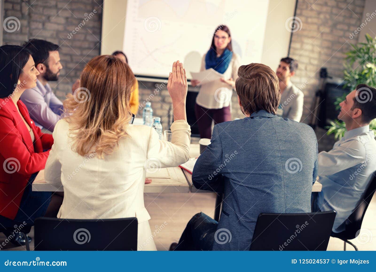Empleados en la reunión