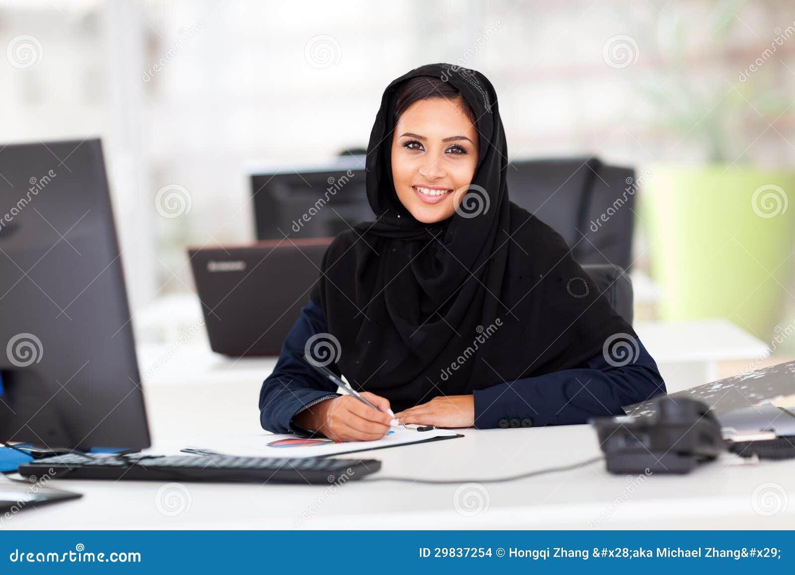 Employé de bureau arabe photo stock image du fille dame
