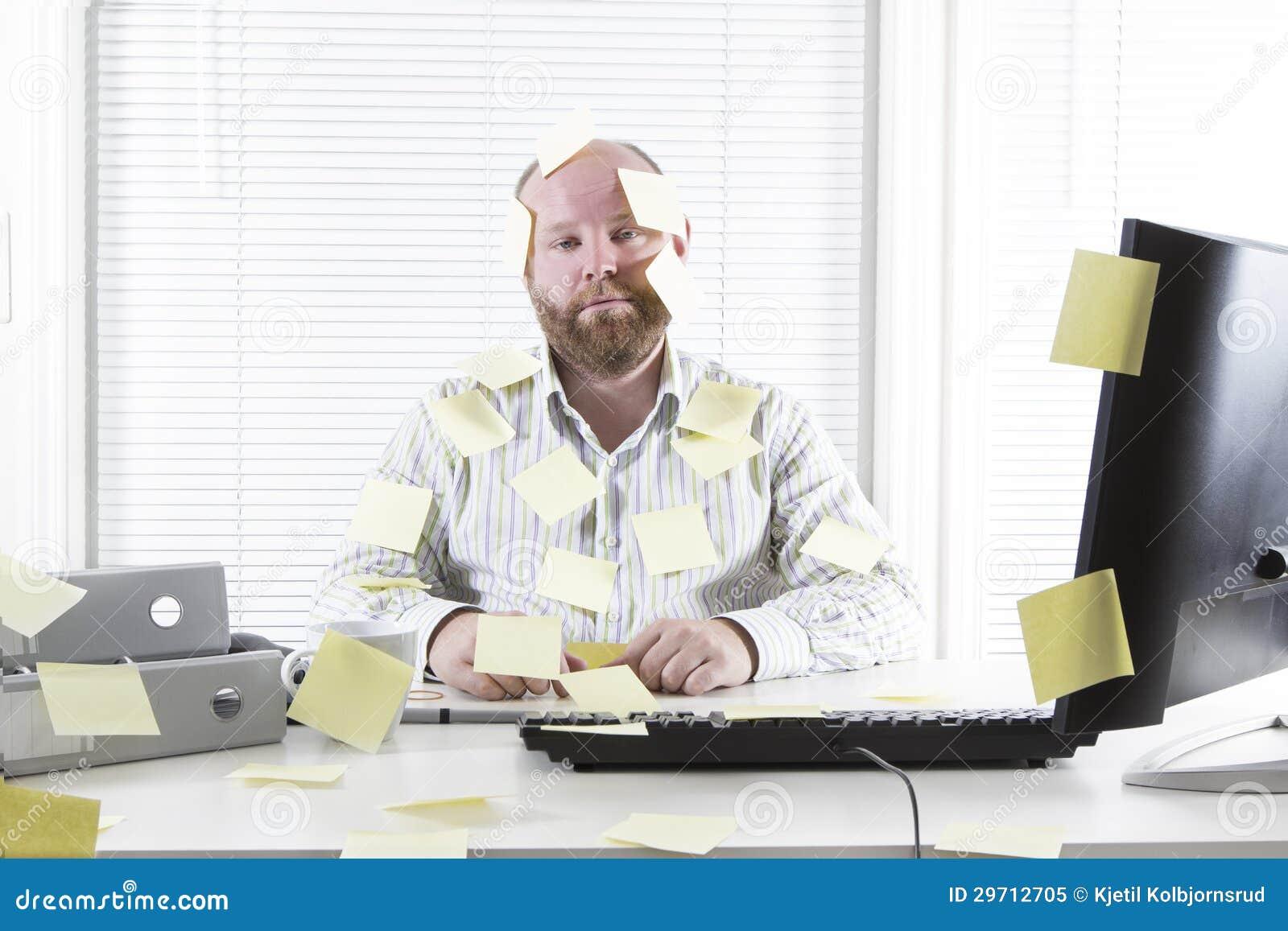 employ 233 de bureau avec des notes partout photo libre de droits image 29712705