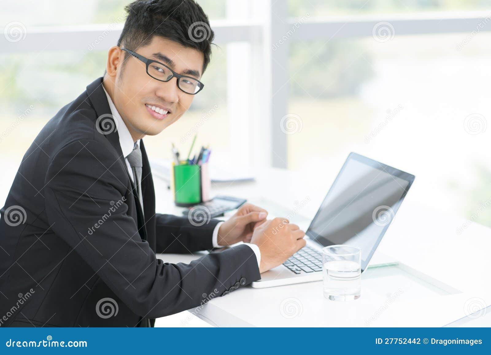 Employé de bureau bel