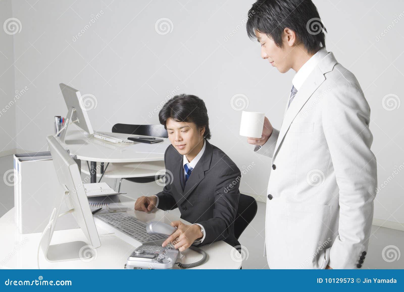 Au japon les employés sont priés de quitter le bureau dès