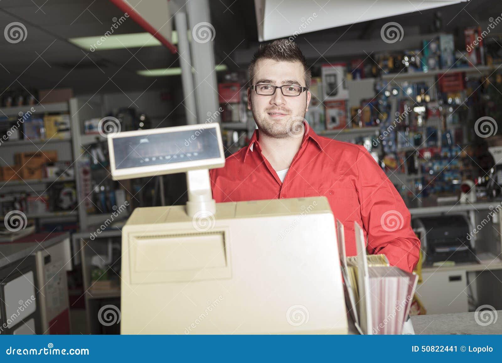 Employé de magasin de matériel