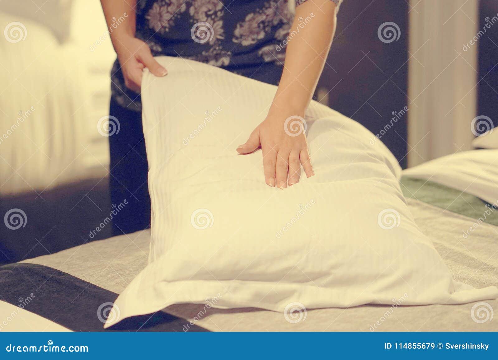 Empregada doméstica Making Bed toning