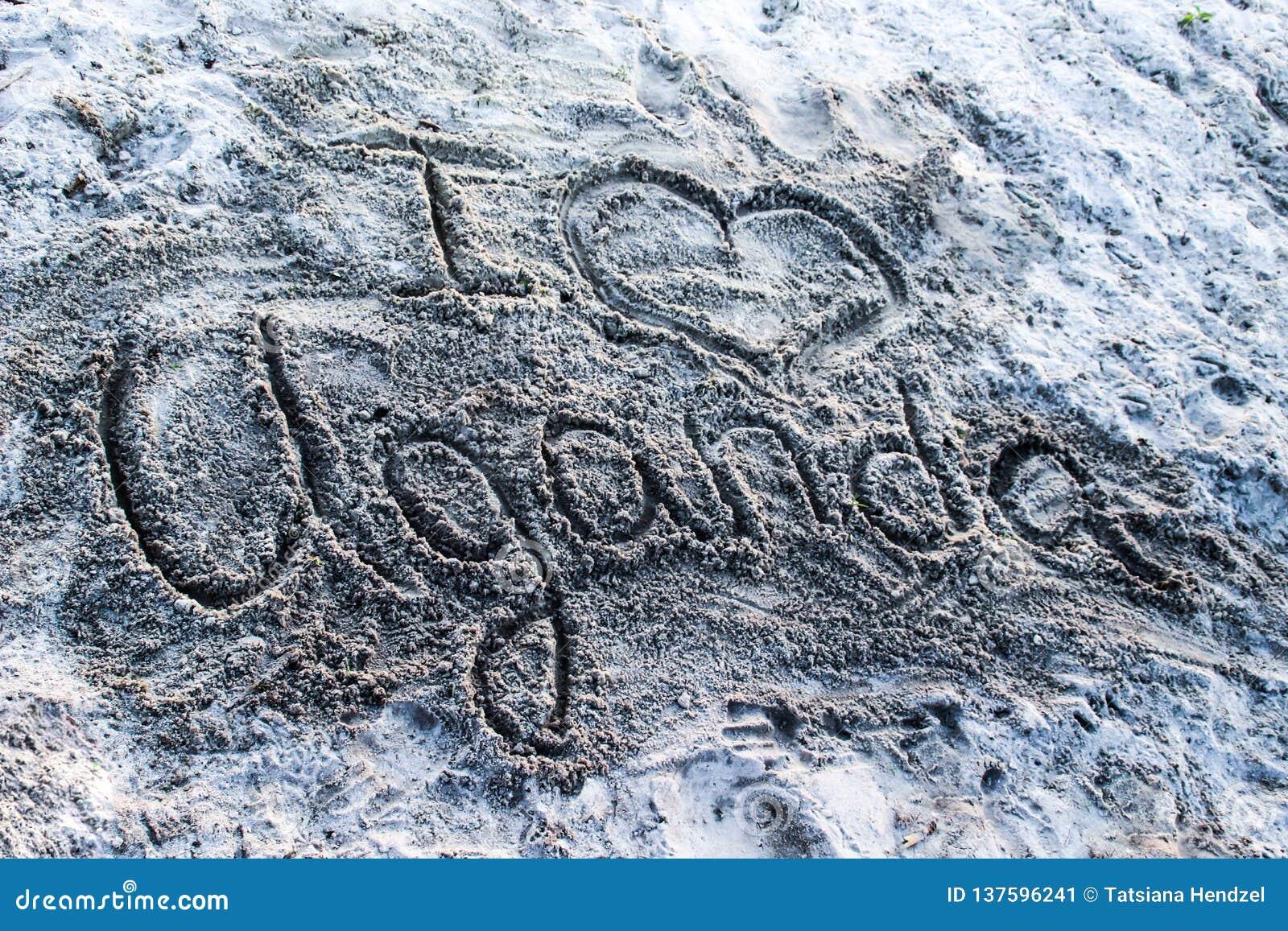 """Empreinte digitale sur le sable sur la côte du lac Victoria """"j aime l Ouganda """""""