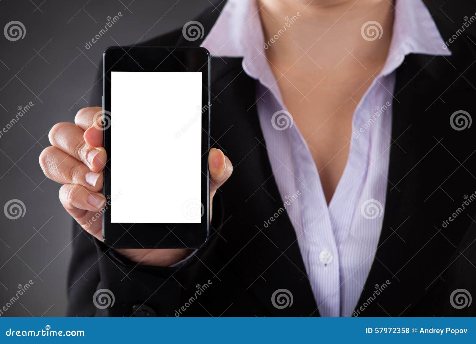 Empresário Showing Mobile Phone