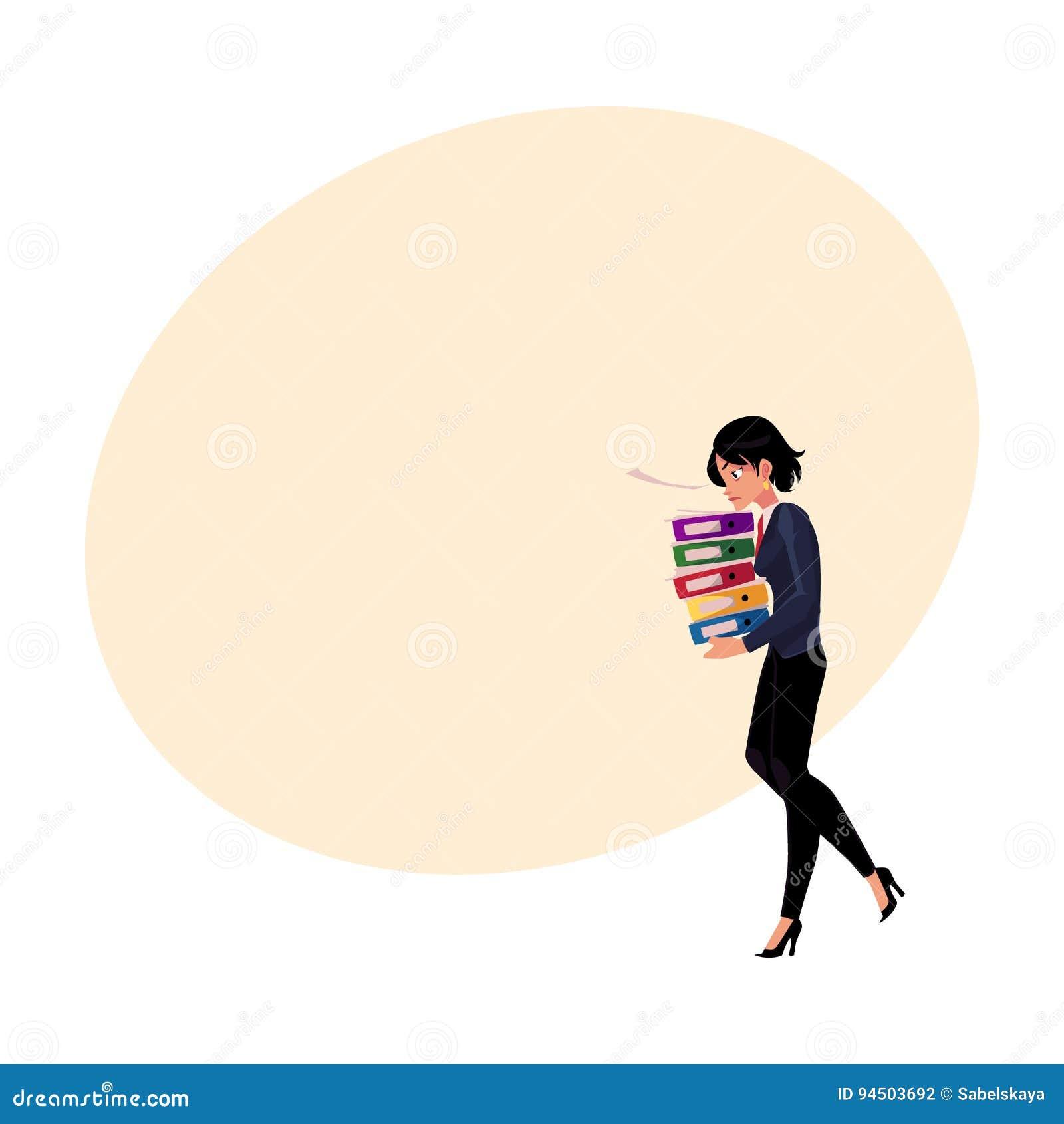Empresaria bonita joven, mujer, pila que lleva de la muchacha de carpetas del documento