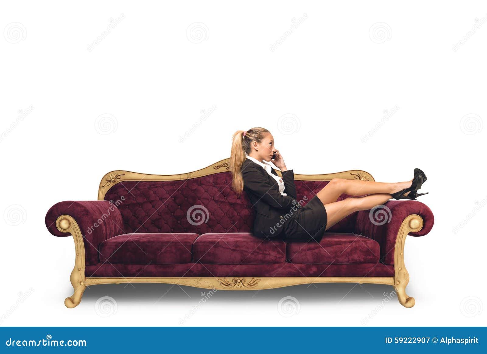 Empresaria en el sofá