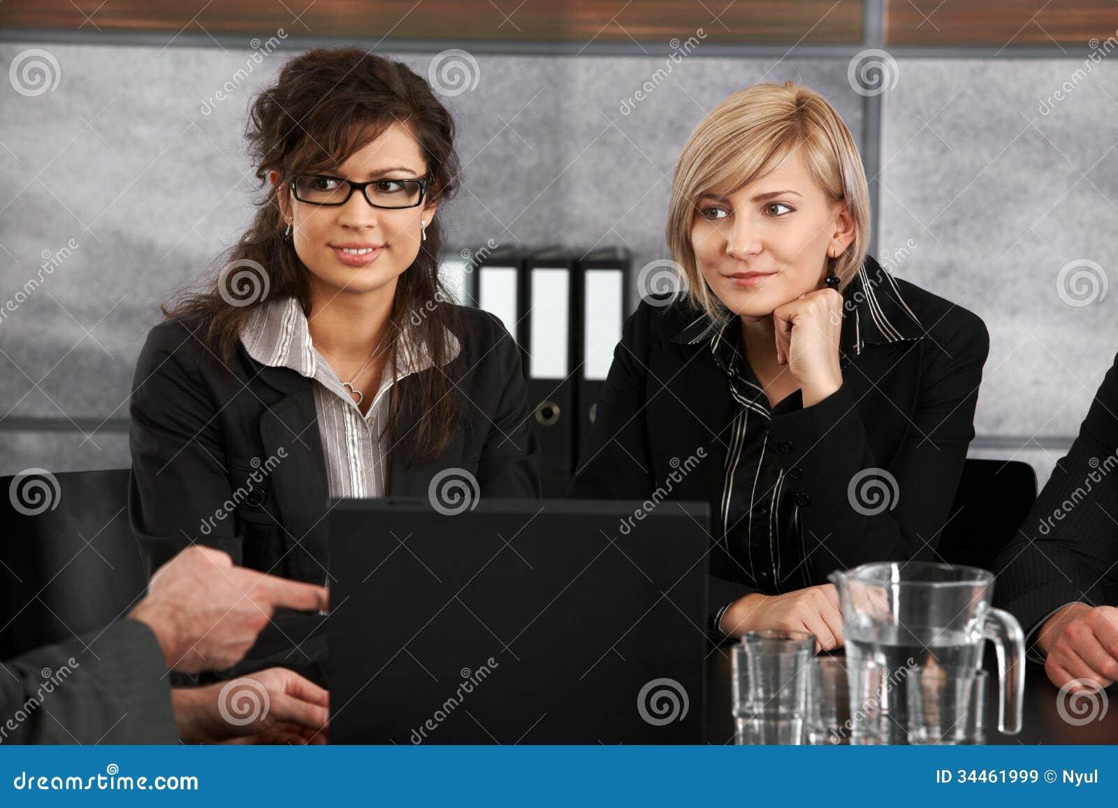 Empresarias en la reunión