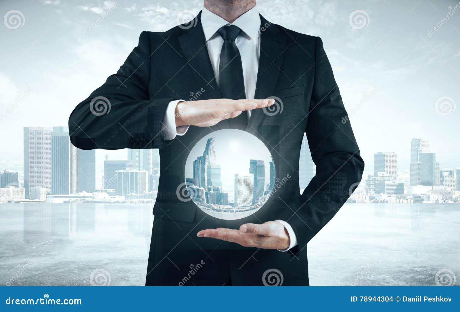gran selección de buscar oficial profesional de venta caliente Empresario En El Traje Que Sostiene La Esfera Con La Ciudad ...