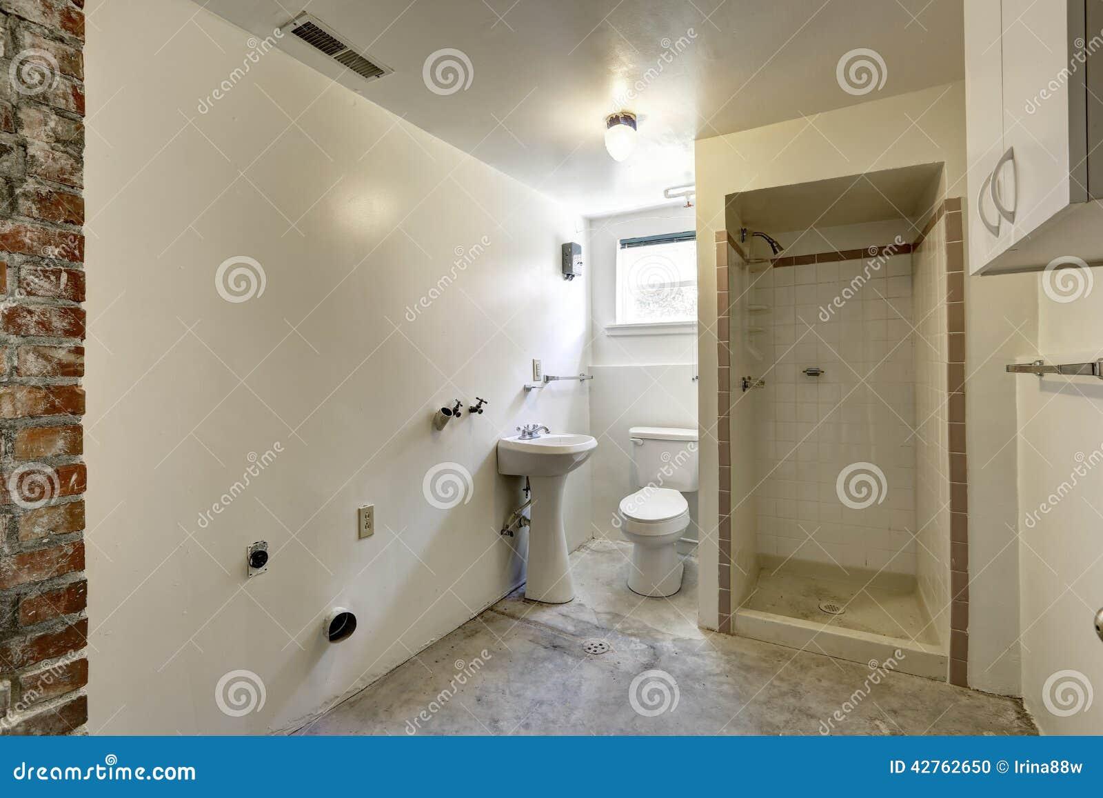 empty bathroom under construction stock photo - image: 42762650