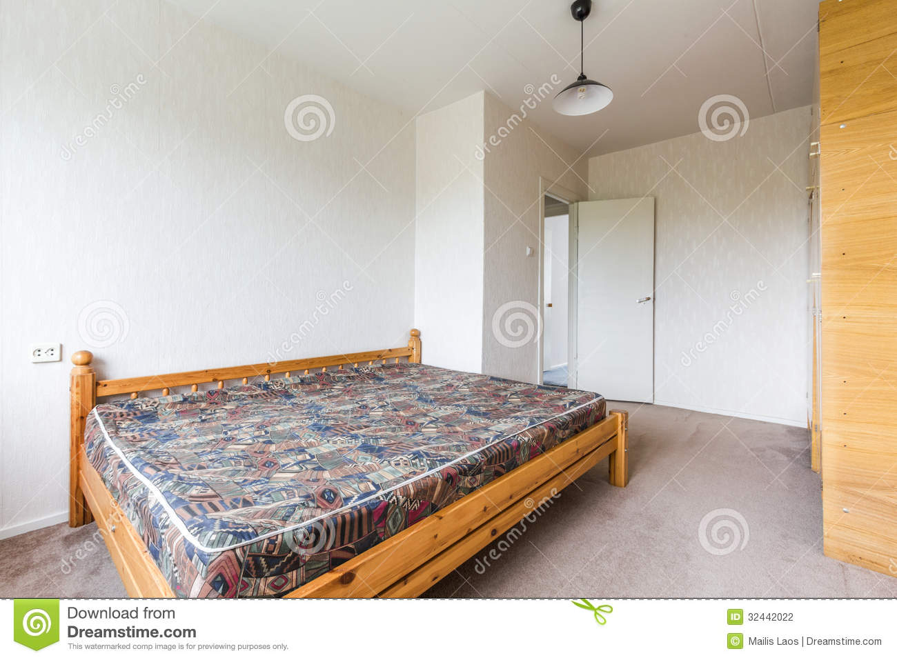 Empty bedroom stock photography image 32442022 - Bedroom with mattress on the floor ...