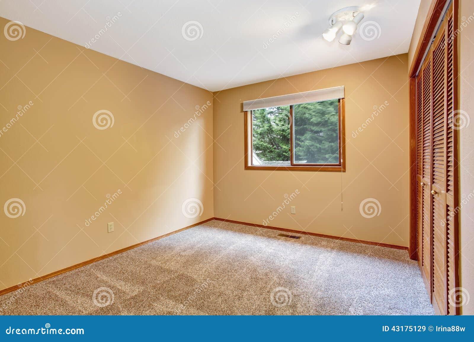 Empty bedroom interior in soft peach color stock photo - Colori x pitturare camera da letto ...