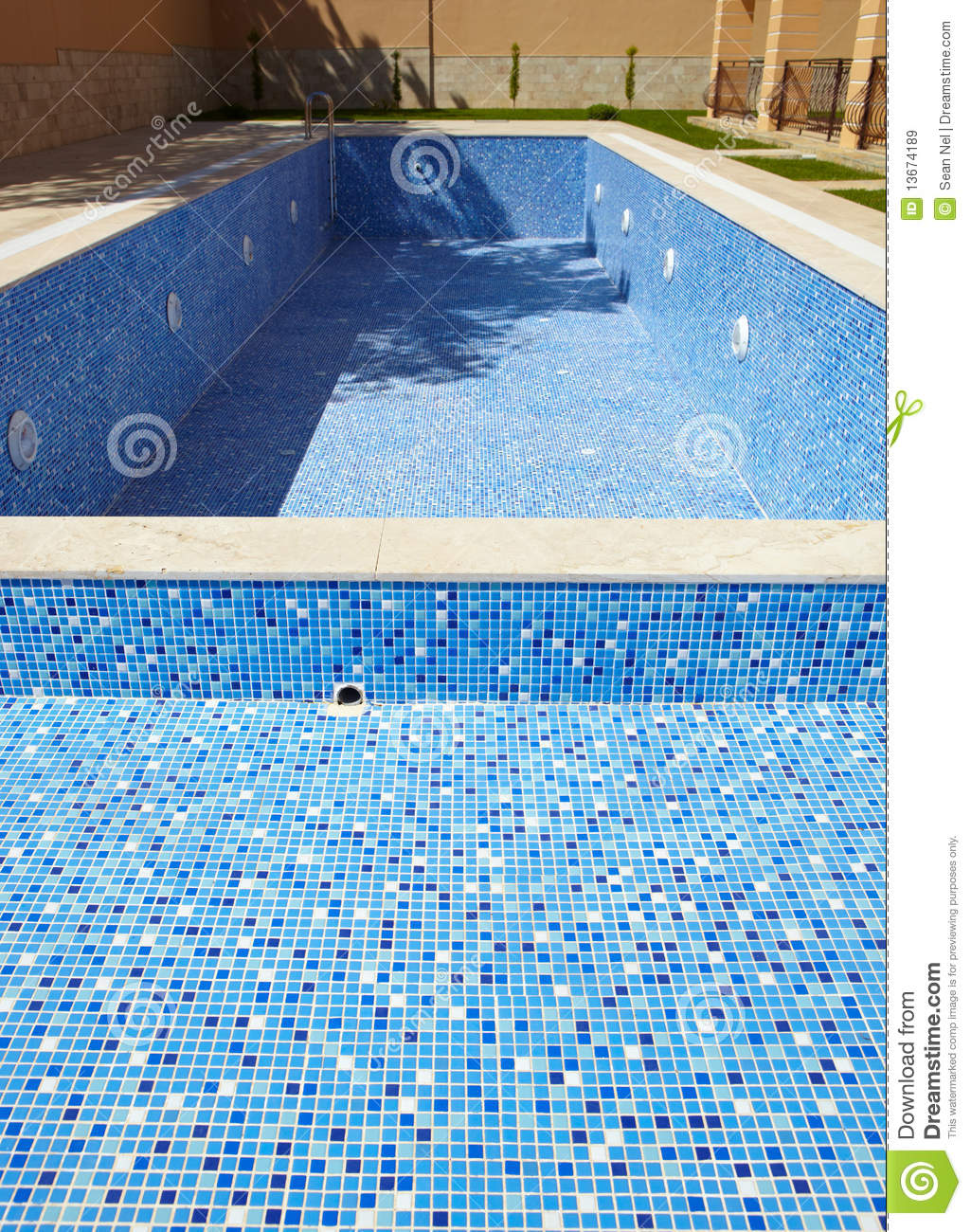 Empty swimming pool royalty free stock images image for Blue water parts piscine
