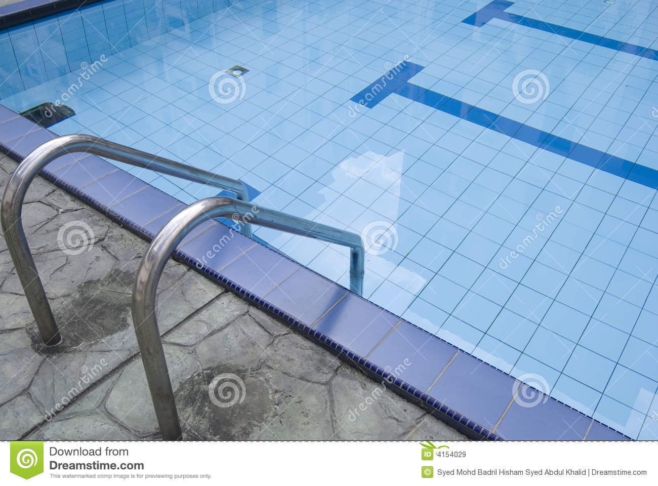 Royalty free stock images empty swimming pool image 4154029 for Empty swimming pool
