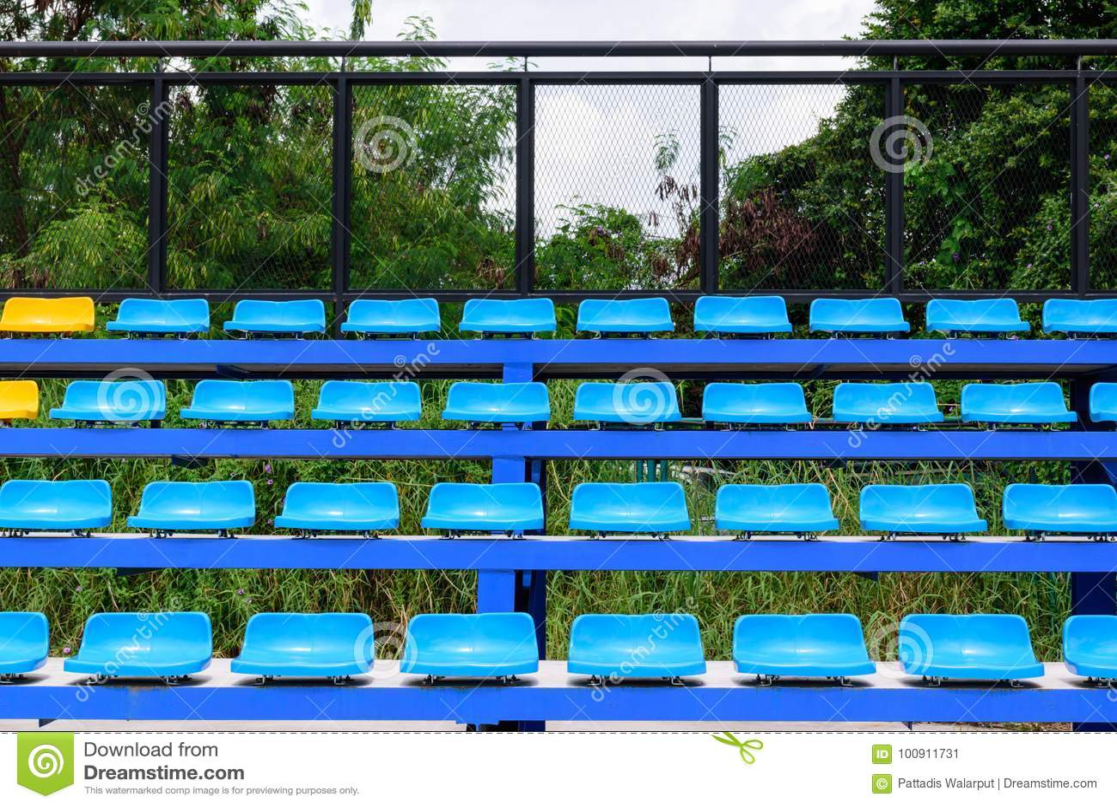 Merveilleux Empty Tennis Court Chairs