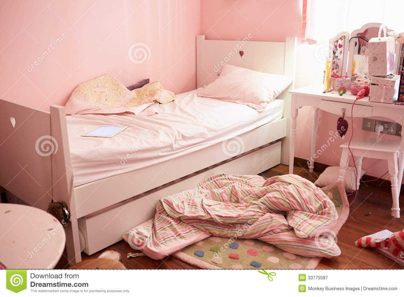 Empty and untidy child 39 s bedroom royalty free stock photography image 33775587 - Image bed room ...