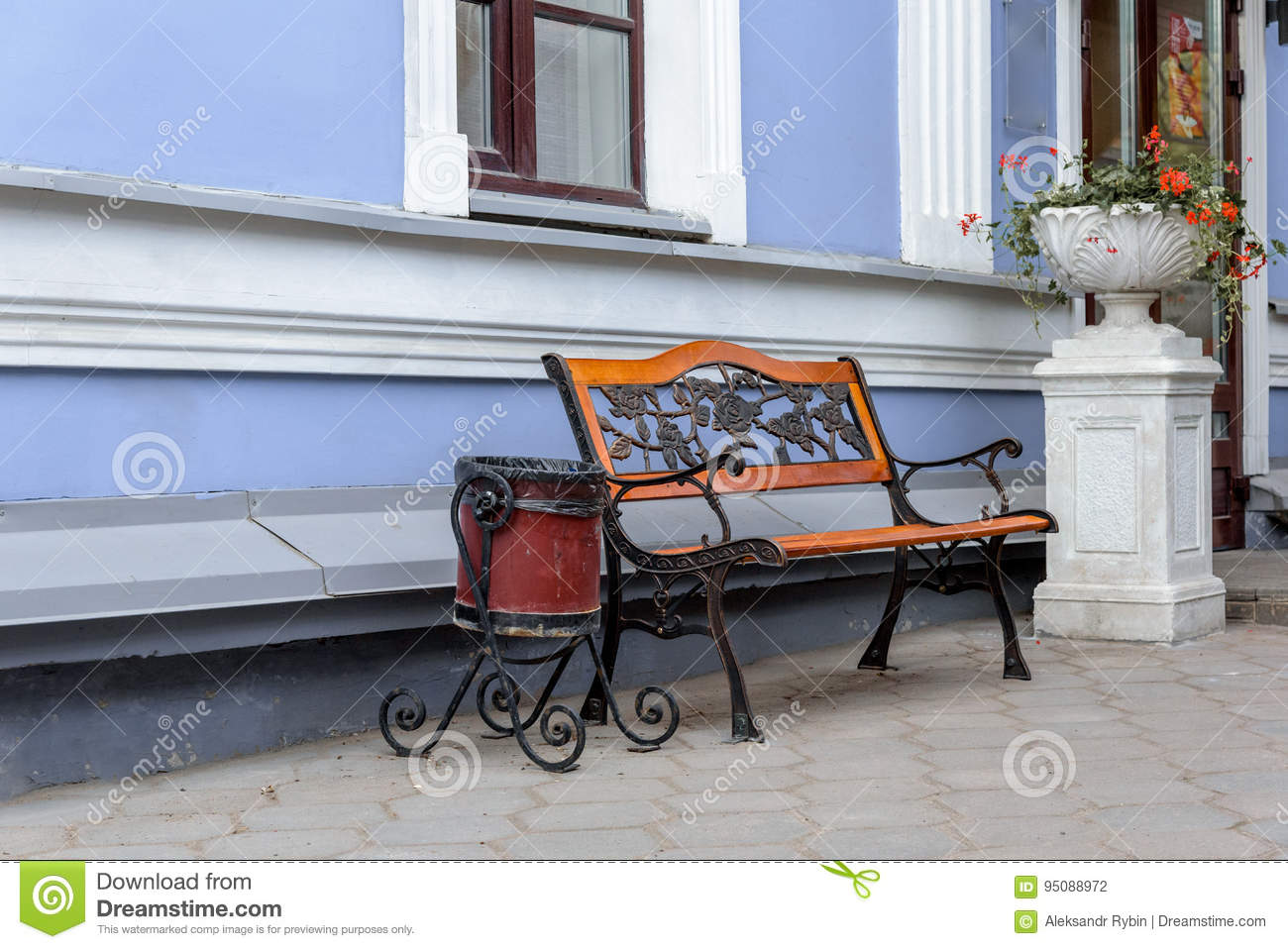 Groovy An Empty Wrought Iron Bench With Wooden Panels And Trash Can Ibusinesslaw Wood Chair Design Ideas Ibusinesslaworg