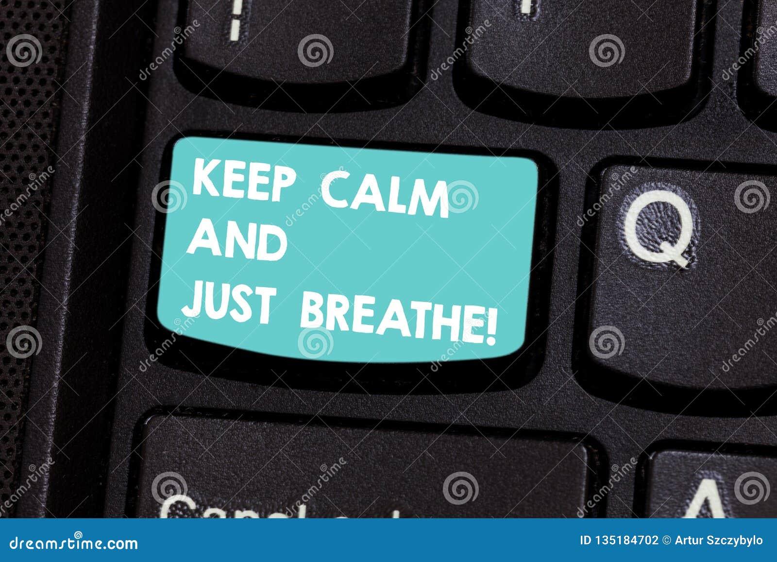 En écrivant l apparence de note gardez le calme et respirez juste La présentation de photo d affaires font une pause pour surmont