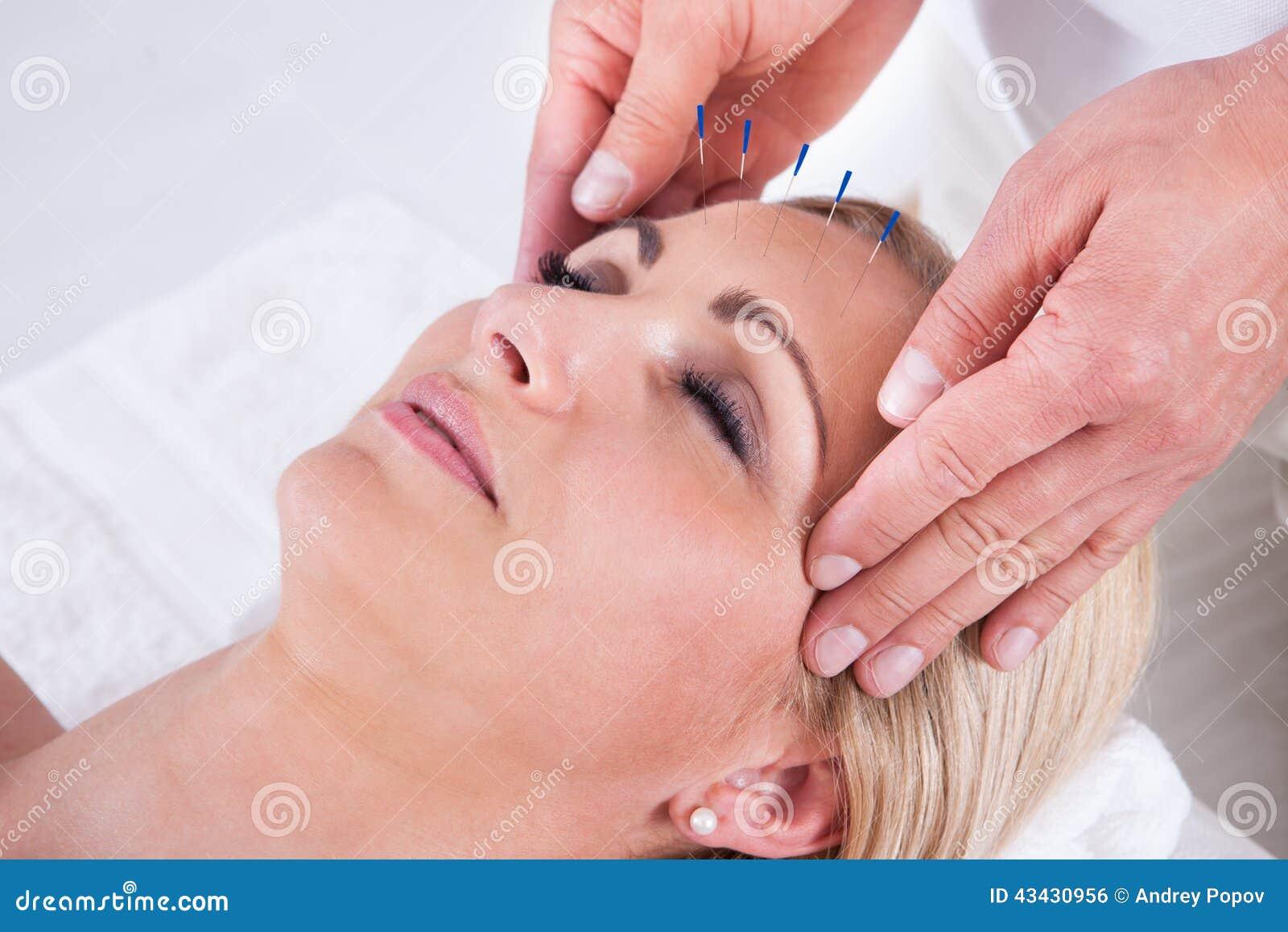 En akupunkturterapi i en Spa mitt