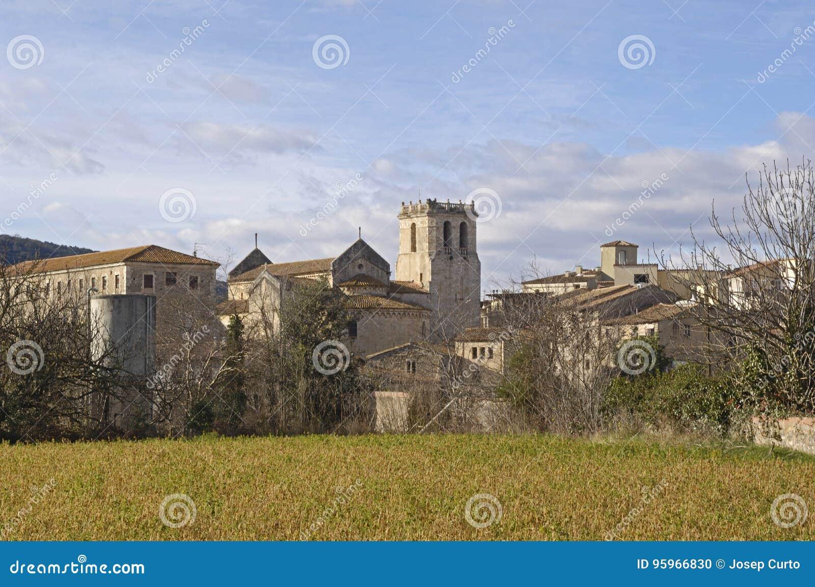 En annan sikt av den medeltida byn av Besalu
