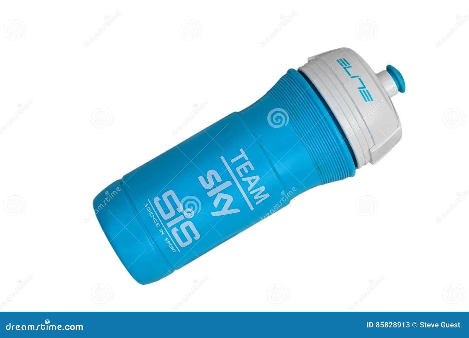 En använda Team Sky Drinks Bottle Isolated på en vit bakgrund Inklusive PNG-mapp med klar bakgrund