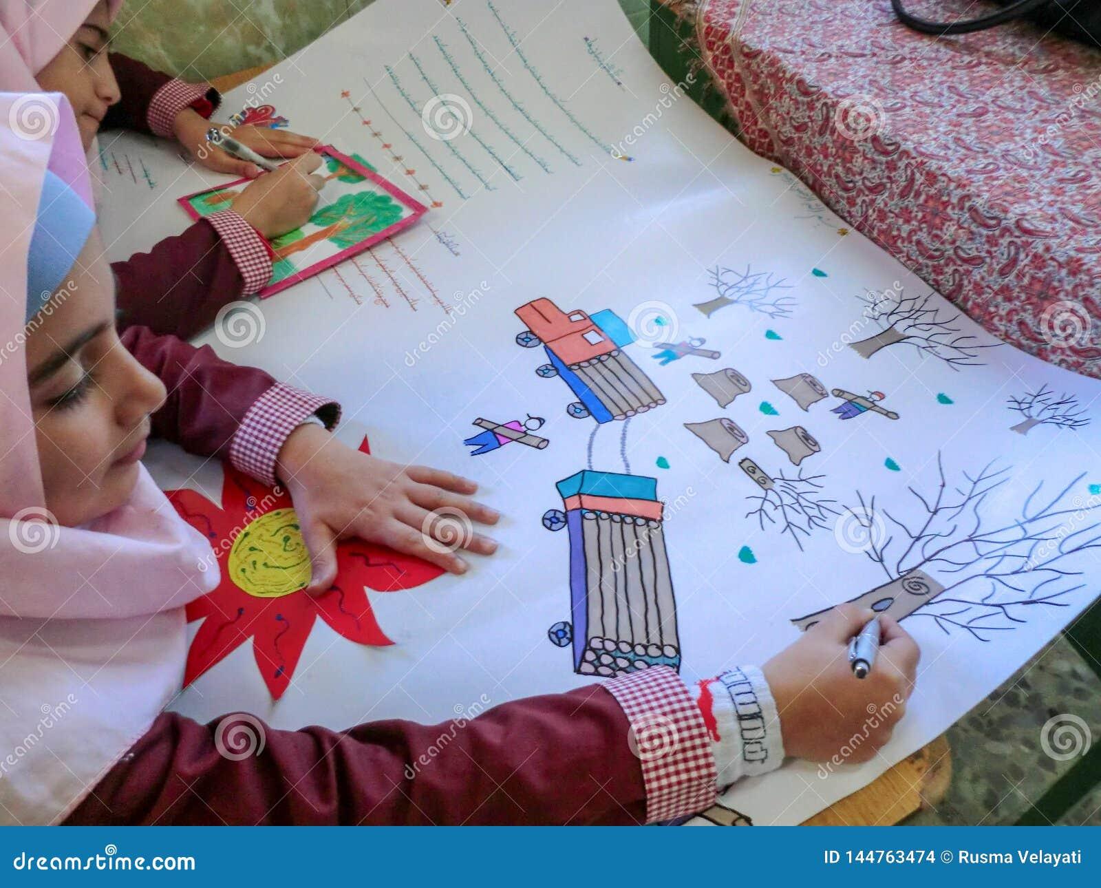 En av grundskola för barn mellan 5 och 11 årflickorna i Rasht, Guilan landskap, Iran En islamisk skola var flickor bör bära s