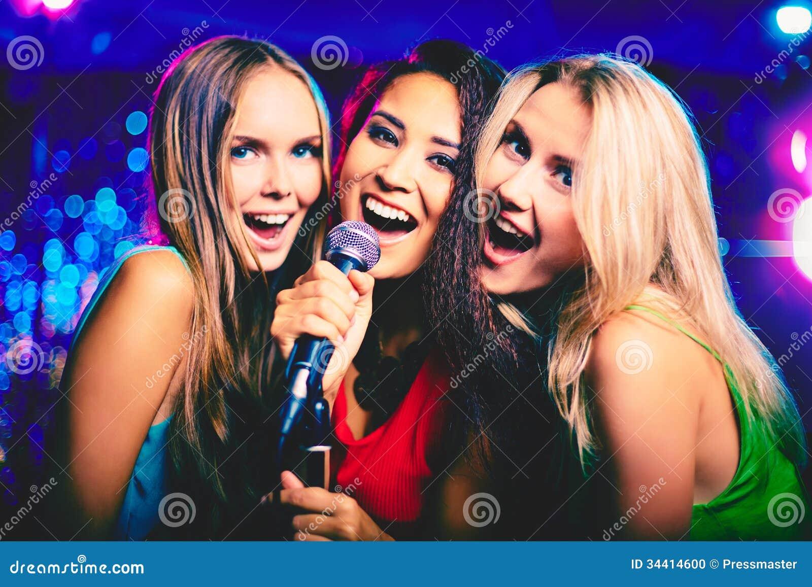 En barra del Karaoke