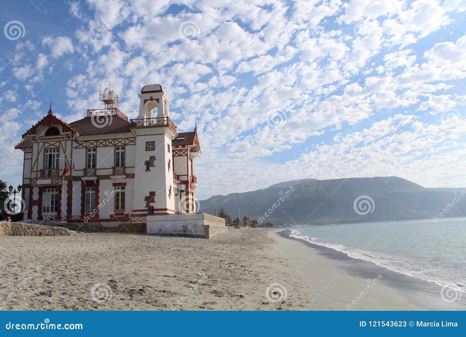 En beachfront byggnad som lokaliseras i den kust- staden av Mejillones