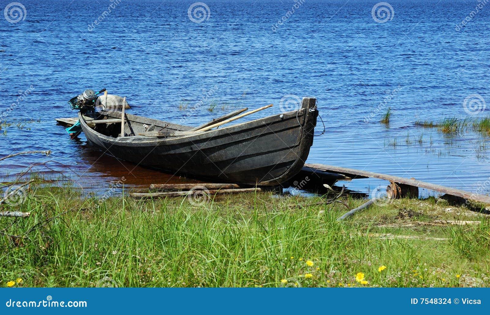 En bois de moteur de lac de pêche de bateau de côté vieil