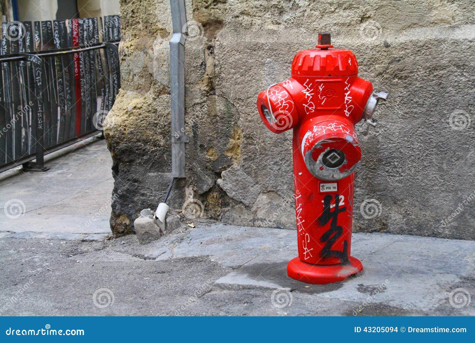 Download En Brandpost I Gatorna Av Montpellier Arkivfoto - Bild av grafitti, färg: 43205094