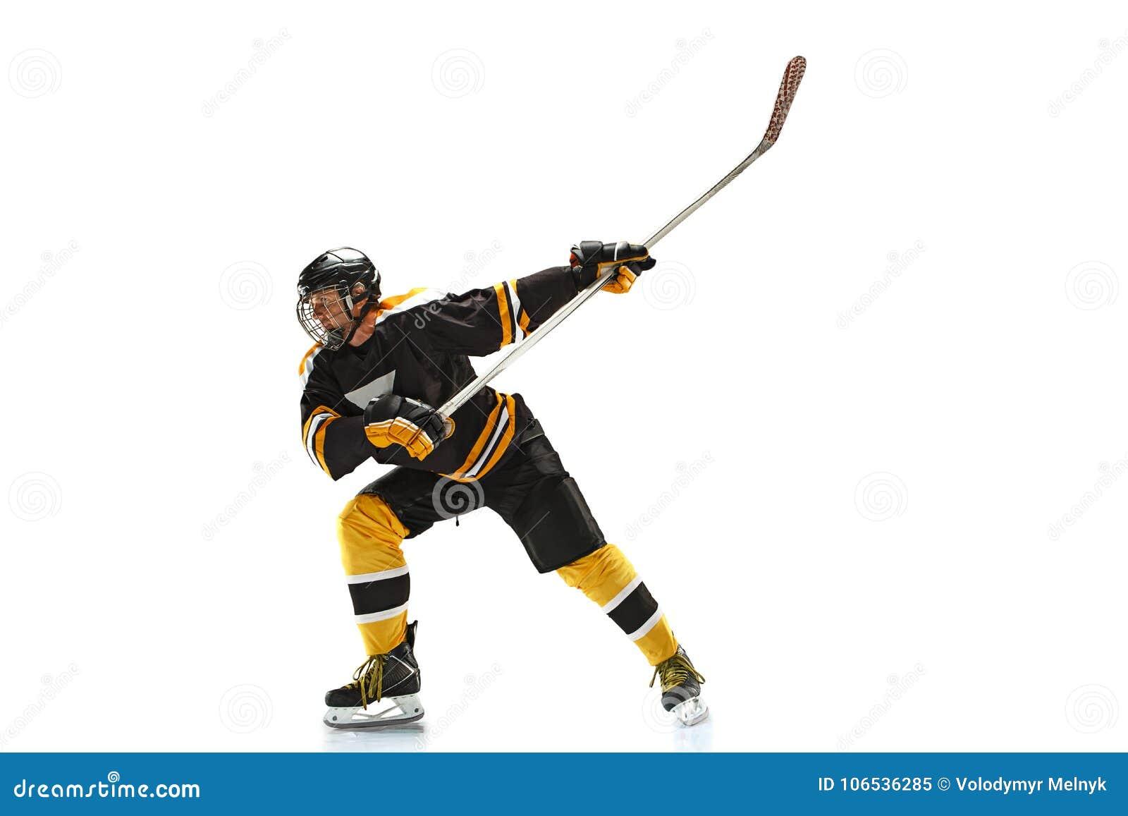 En caucasian manhockeyspelare i studiokonturn som isoleras på vit bakgrund